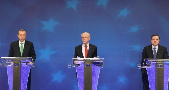 La UE reclama a Turquía compromiso democrático para seguir negociando