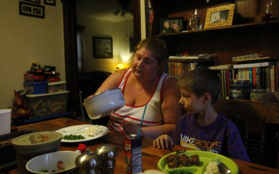 Un tercio de las familias lideradas por una madre soltera vive por debajo del umbral de la pobreza, según un estudio reciente.