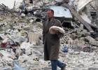 Un ataque con barriles explosivos deja 85 muertos en Alepo
