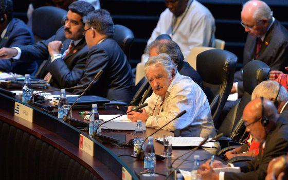 El presidente de Uruguay, José Mujica (c), durante la segunda jornada de la II Cumbre de la CELAC en La Habana (Cuba).
