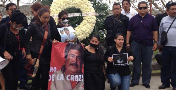 Periodistas protestan durante el funeral de Gregorio Jiménez, el miércoles