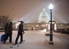 Una tormenta paraliza la actividad del Gobierno en Washington