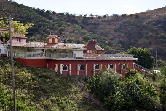 La casa donde vive la madre de Joaquín 'El Chapo' Guzmán, en la comunidad de La Tuna.