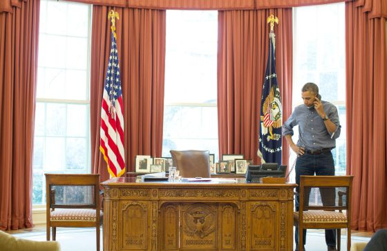 Barack Obama, durante su conversación con su homólogo ruso, Vladimir Putin.