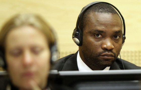 Germain Katanga escucha la lectura de la sentencia.