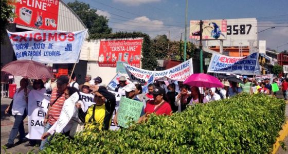 Médicos y enfermeras en una manifestación convocada en Morelos