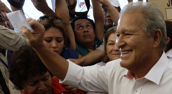 Salvador Sánchez Cerén acude a votar este domingo.
