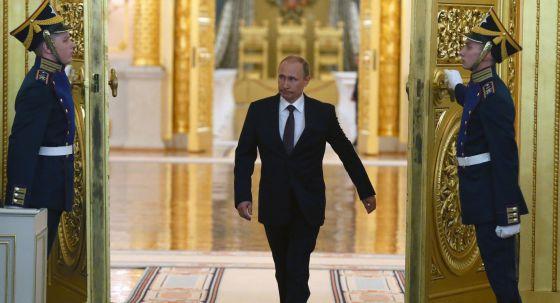 El presidente Vladímir Putin a su entrada a un salón del Kremlin, el martes.