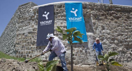 Trabajadores continúan labores de construcción de Yachay