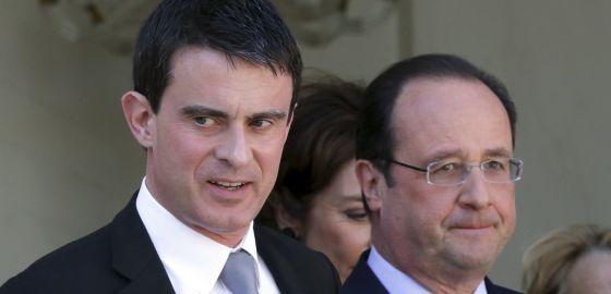 El presidente fracés. Francois Hollande (d), y el primer ministro, Manuel Valls.