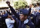 Militares de bajo rango protestan en las calles de Bolivia