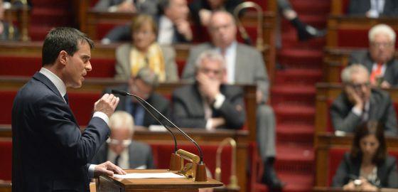 Manuel Valls delivers durante su discurso en la Asamblea Nacional, este martes en Paris.