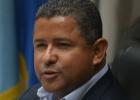 Ordenan detener al expresidente salvadoreño Flores por corrupción