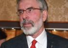 La policía libera a Gerry Adams sin cargos pero envía su caso a la fiscalía