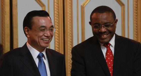 Li Keqiang, con el presidente de Etiopía, Hailemariam Desalegn.