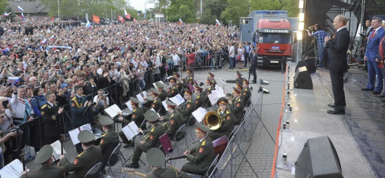 Vladímir Putin en un concierto este viernes en Sebastopol.