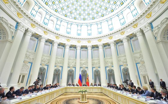 El presidente ruso, Vladímir Putin, (en el centro) dirige una reunión en el Kremlin, la semana pasada en Moscú.
