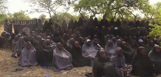 Fotograma del vídeo difundido por Boko Haram tras el secuestro.