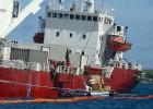 El barco encallado en las Galápagos será hundido en mar abierto