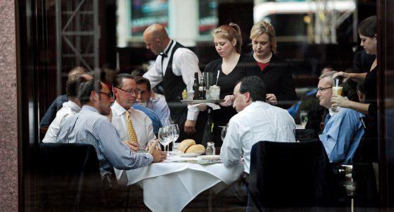 Comida de negocios en un restaurante de la sexta avenida de Manhattan en septiembre de 2008.