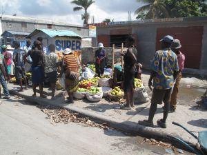 Un mercado informal en una calle de Puerto Príncipe.