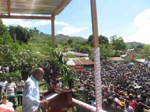 El presidente Michel Martelly inicia la campaña de reforestación 2014 en la población de Cornillon Grand Bois, el pasado 14 de mayo.