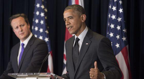 Obama (d), presidente de EE UU, y Cameron, primer ministro británico, este jueves en una rueda de prensa conjunta en Bruselas.