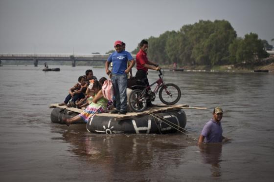 Balsas que cruzan a los migrantes de Guatemala a México de forma ilegal.