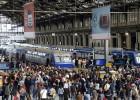 Dos huelgas ponen a Hollande y Valls contra las cuerdas