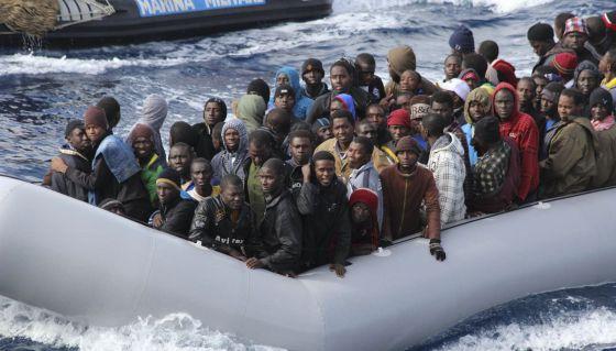Inmigrantes rescatados por la Marina italiana cerca de Lampedusa, en noviembre.