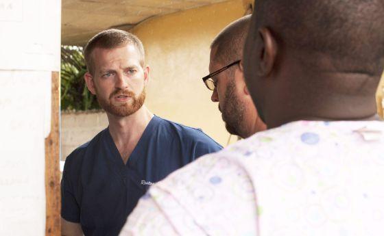 El doctor Kent Brantly trabajaba en una clínica de Foya, Liberia, tratando a pacientes con ébola.
