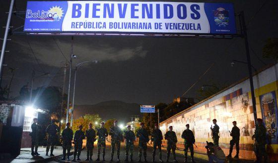 Militares venezolanos, en la frontera con Colombia