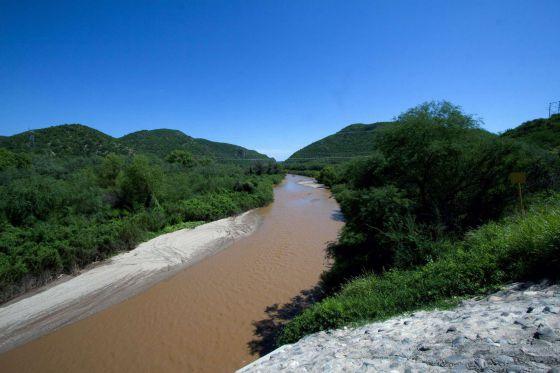 Vista del río Sonora, contaminado por un derrame de ácido.