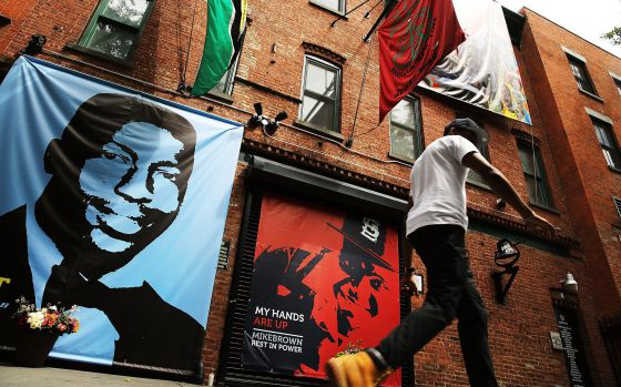 Homenaje a Eric Garner y Michael Brown en una calle de Brooklyn, Nueva York.