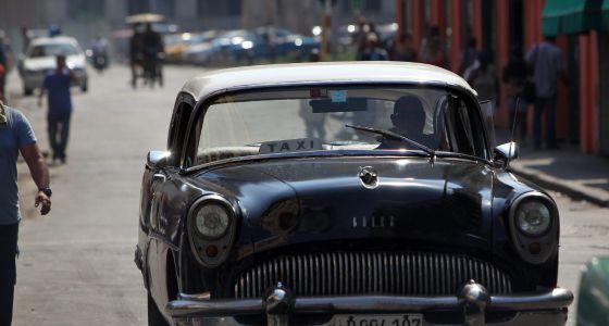 Un taxi antiguo del sector privado el 25 de agosto en La Habana.