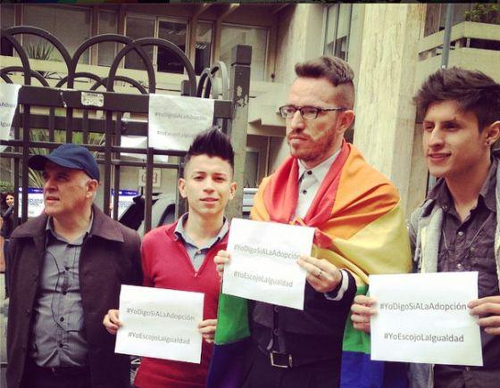 Miembros de Colombia Diversa, a favor de la adopción.