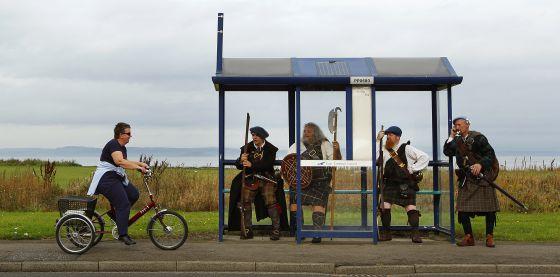 Cuatro escoceses vestidos de jacobitas de las Tierras Altas.