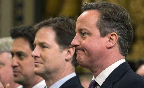 De derecha a izquierda, Cameron, Clegg y Miliband, en el Parlamento británico en febrero