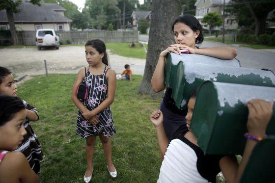 Migrantes latinos en un barrio de Nueva York.