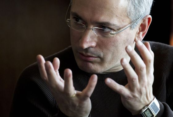 Mijáil Jodorkovski, en marzo en Ucrania, uno de los primeros países que visitó tras su excarcelación.  David Azia (AP)