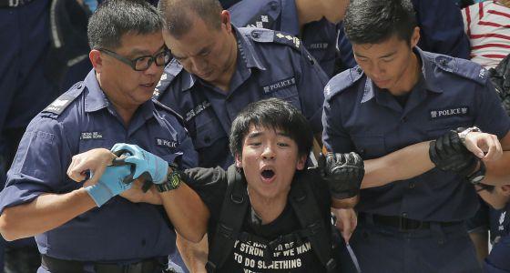 74 detenidos en las protestas estudiantiles prodemocracia en Hong Kong