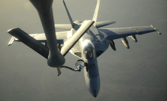 La coalición internacional bombardea el feudo del EI en Siria