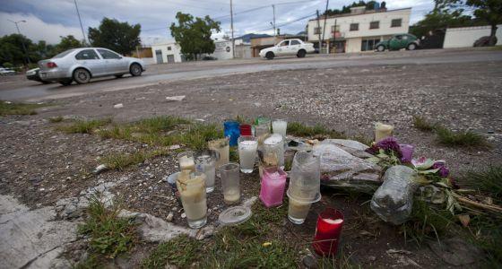 Ofrenda a uno de los seis caídos en Iguala.
