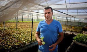 Abdelkader Faradi, inmigrante marroquí que vive y trabaja en la agricultura en España desde hace 23 años.