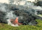 Decenas de vecinos en Hawái, amenazados por un río de lava