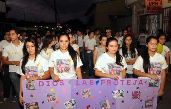 Vecinos de Santa Bárbara se manifiestan en las calles por la desaparición de las hermanas Alvarado.