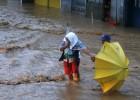 Tres muertos y un millón de evacuados por un tifón en Filipinas