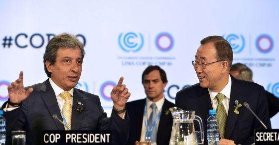 Ban Ki-moon (derecha) y presidente de la COP, Manuel Pulgar.