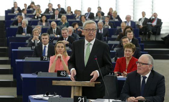 Juncker presenta su programa en la Eurocámara, en octubre.