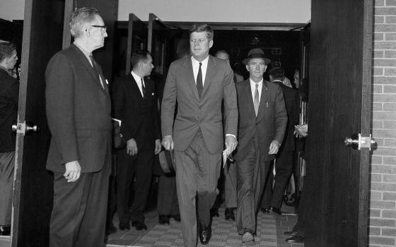El presidente Kennedy, en octubre de 1962, endureció el embargo.
